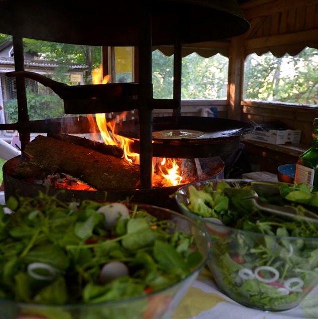 Grilli-ilta ruoka- ja tuottajajäsenten kesken. Seitania ja lettuja - nam! Kesä tulee taas...