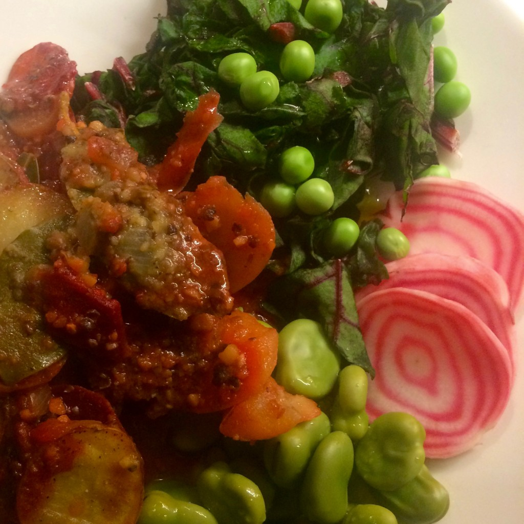 Punajuuren naateista saa maukkaan salaatin.